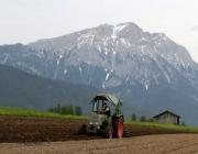 Anfang Mai hat die Feldarbeit Hochkonjunktur – Drei Bauern, drei Geschichten