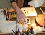 Porzellanmalerin Sieglinde Losch – Mit Pinsel und Pistole
