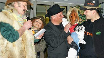 """Mit dem """"Ausfliegen der Stöttlhex"""" macht die Mieminger Fasnacht drei Jahre Pause. Foto: Anni Fischer"""