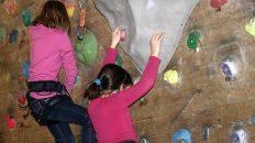 Alle wollen hoch hinaus - Wild-Kids beim Kletterkurs in Untermieming. Foto: Knut Kuckel