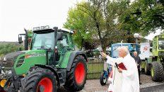 Erntedankfest 2012 in Untermieming - Traktorweihe mit Pfarrer Albert Markt. Foto: Knut Kuckel