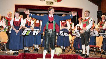 Für Kapellmeister Markus Aichner war das Frühjahrskonzert eine Premiere. Foto: Knut Kuckel