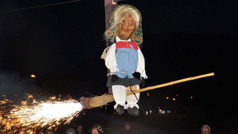 Fasnachtsfinale in Mieming mit dem Ausfliegen der Stöttlhex, Foto: Michael Sonnweber