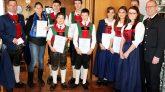 Die Musikkapelle nimmt bei der Cäcilienfeier Jung-Musikanten in ihren Reihen auf, Foto: Knut Kuckel