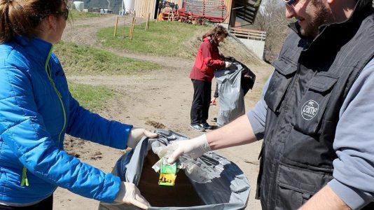 Rund vierhundert fleißige Hände haben Mieming vom Müll befreit. Foto: Knut Kucke