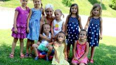 """Kindergarten Barwies, Ein """"Hoch"""" auf vier Zwillingspaare, Foto: Knut Kuckel"""