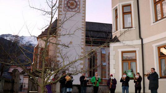Silvesterbläser der Musikkapelle vor dem Widum in Untermieming, Foto: Knut Kuckel