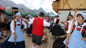 """Dorffest"""" auf der Mieminger Alm im Gaistal, Foto: Knut Kuckel"""