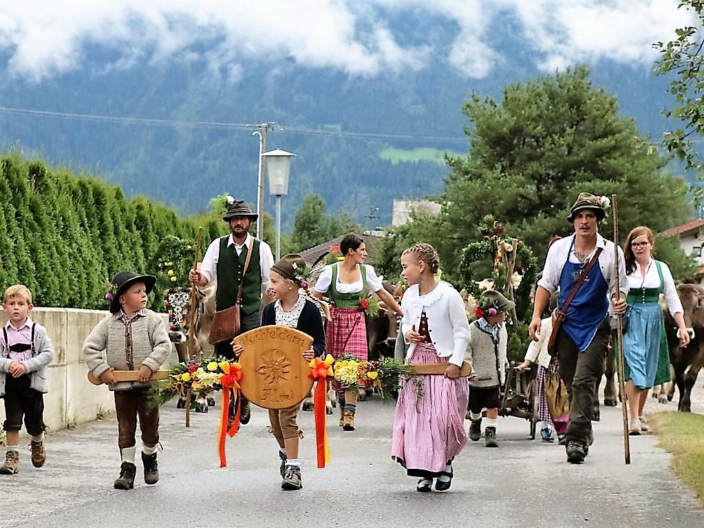 Almabtrieb Hochfeldern Alm mit Almabtriebsfestl in Obermieming, Foto: Knut Kuckel/Mieming.online