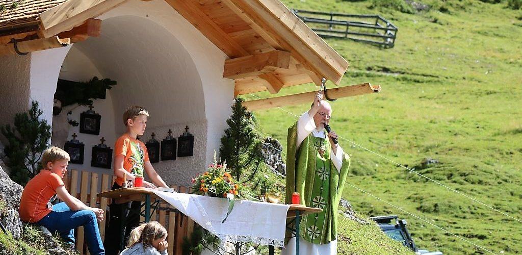 Der Stamser Abt segnete das Vieh, den Menschen und die ihm anvertraute Natur. Foto: Knut Kuckel