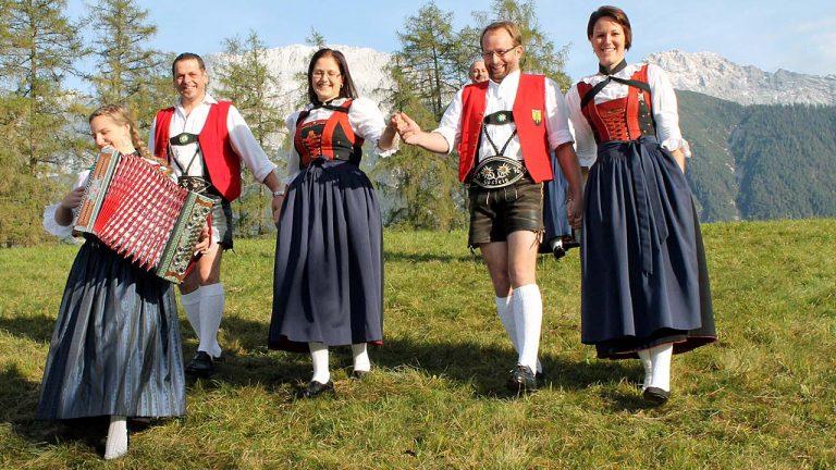 Foto-Termin beim Trachtenverein Edelweiss Mieming, Foto: Knut Kuckel/Mieming.online