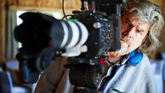 """Reinhold Messner während der Dreharbeiten zu """"Still alive?"""" (Foto: ServusTV / Ferrigato)"""