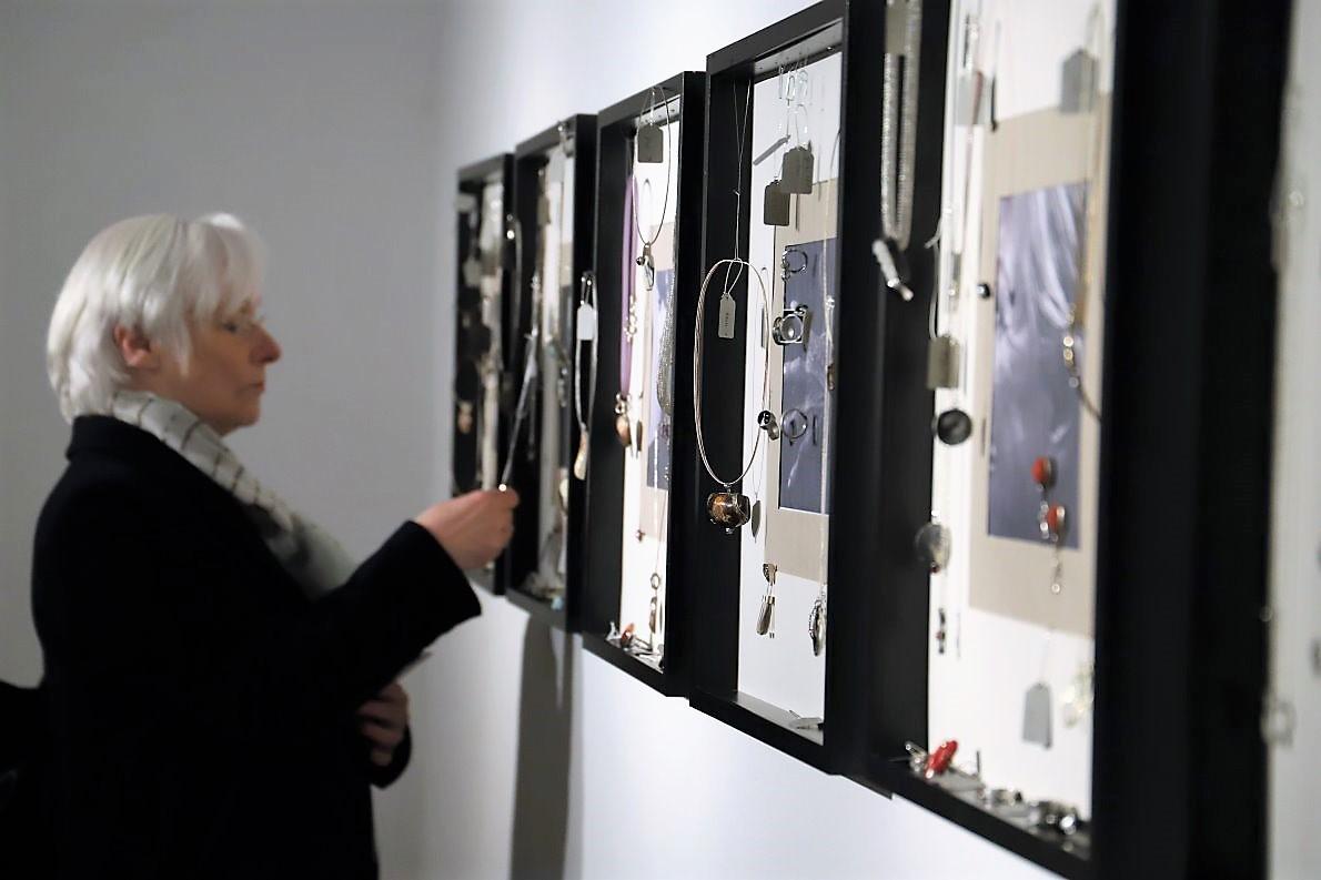 """""""Einzigkeiten"""" - Ausstellung von Mona Friedl-Oberhofer und Elisabeth Trenkwalder im Kunst-Werk-Raum, Mieming. Foto: Knut Kuckel"""
