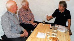 Wilhelm Zimmermann und Siegfried Köll im Gespräch mit Erich Ledersberger, Foto: Knut Kuckel