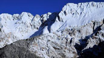 Blick über den Kamin vor dem Jahreswechsel - Mieminger Berge in unberührtem Schnee, Foto: Knut Kuckel