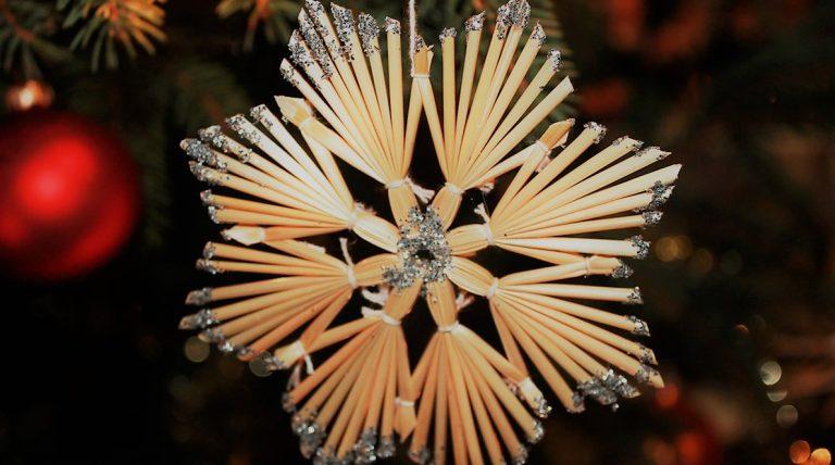 """""""Nit wissen wos kimmet, obr schaugn ob a Schtearn augeaht"""" (Weihnacht ischt, Ingeborg Schmid-Mummert). Foto: Mieming.online"""