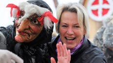 Premiere für Burgi Widauer im Hexen-Kessel. Da war Humor das Einstiegskriterium. Foto: Knut Kuckel