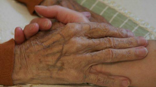 Hände, Bildrechte: Tiroler Hospiz-Gemeinschaft - Gerhard Berger