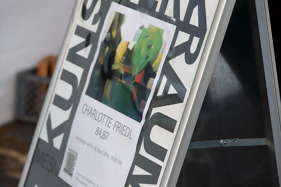 """Charlotte Friedl """"84,87"""" - Ausstellung im Kunst-Werk-Raum/Mesnerhaus. Foto: Knut Kuckel"""