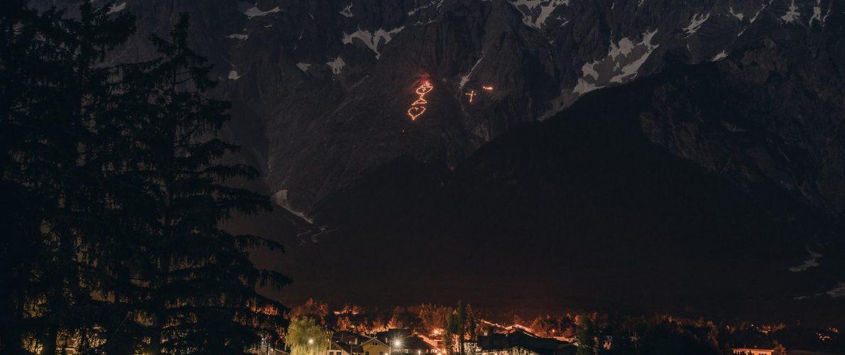 Bergfeuer Mieminger Berge Foto: Elias Kapeller